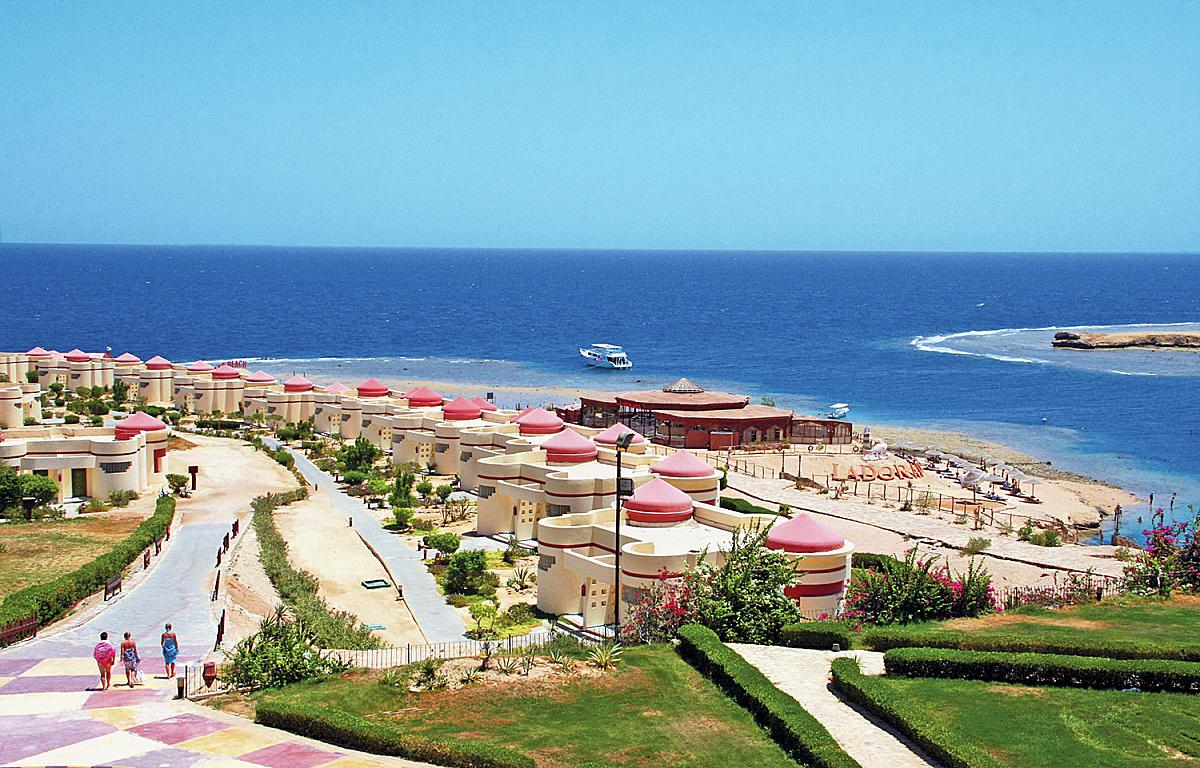 Grand red resort sea